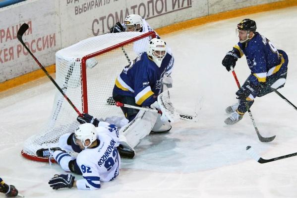 Курганские хоккеисты первыми открыли счет