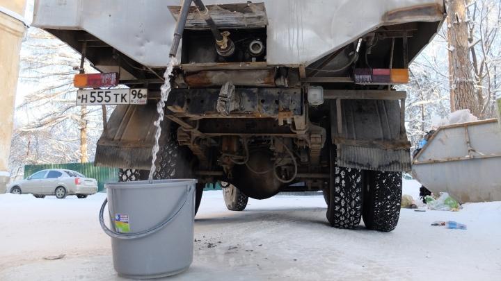 Все дело в скачке напряжения: в Водоканале объяснили, почему четыре микрорайона Екатеринбурга сидели без воды