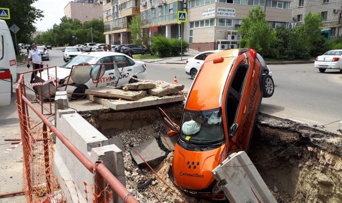 Виноват кроссовер: полиция рассказала подробности ДТП с двумя автомобилями такси