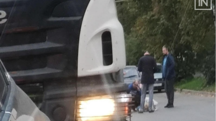 Решила перебежать дорогу: на Эльмаше женщина попала под колеса ВАЗа