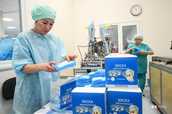 Маски по 15 рублей везде продали, производство не успевает за спросом в аптеках