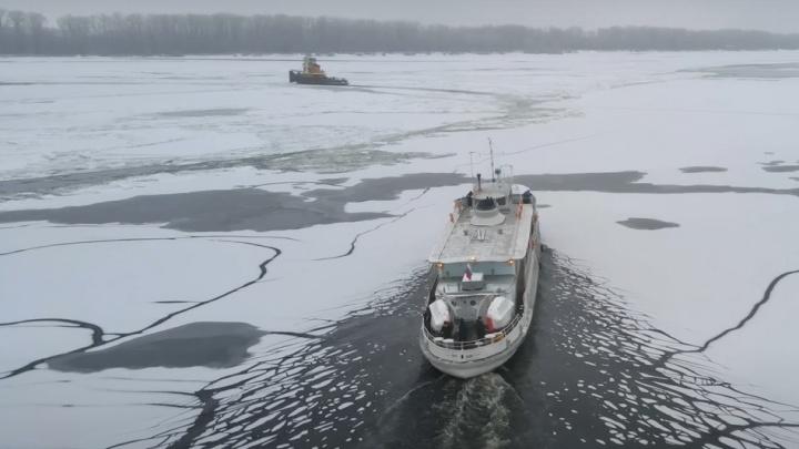 Пробивая лед: появилось видео переправы до Рождествено по замерзшей Волге