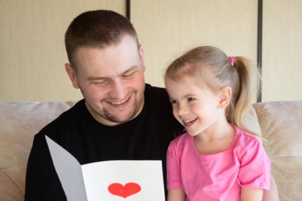 В Новосибирской области 595 детей хотят найти любящих родителей