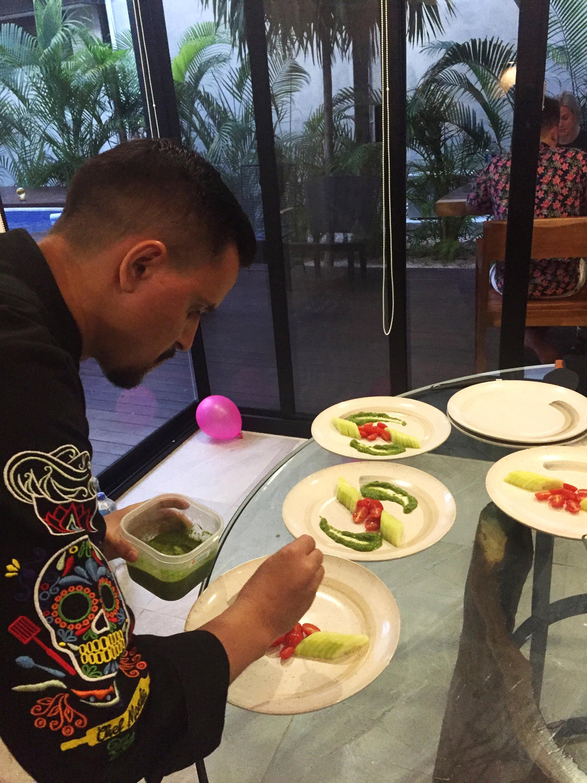 На самоизоляции Кирилл решил реанимировать ещё одно своё направление — кулинарную онлайн-школу «Личный повар», которую в последнее время подзабросил