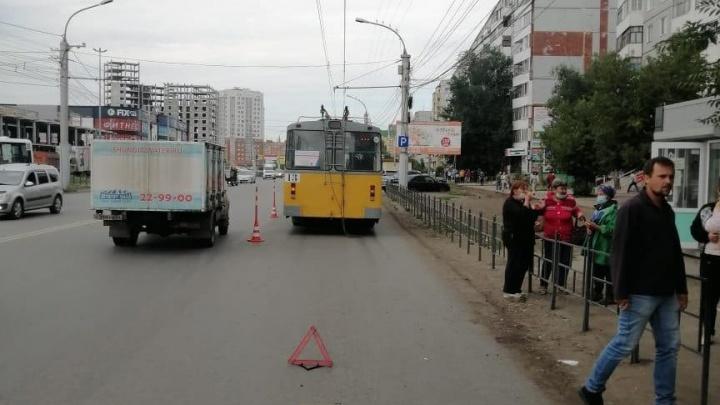 Троллейбус № 16 на Левом берегу сбил 54-летнюю омичку