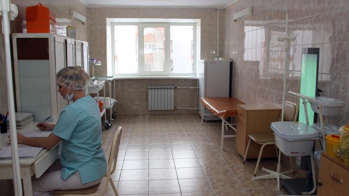 В Омской области коронавирус за последние сутки обнаружили только у 99 человек