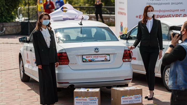 Екатеринбуржец, выигравший машину в лотерею, сам работает на избирательном участке