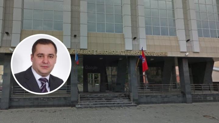 В Новосибирске по делу о даче взятки арестовали алтайского депутата