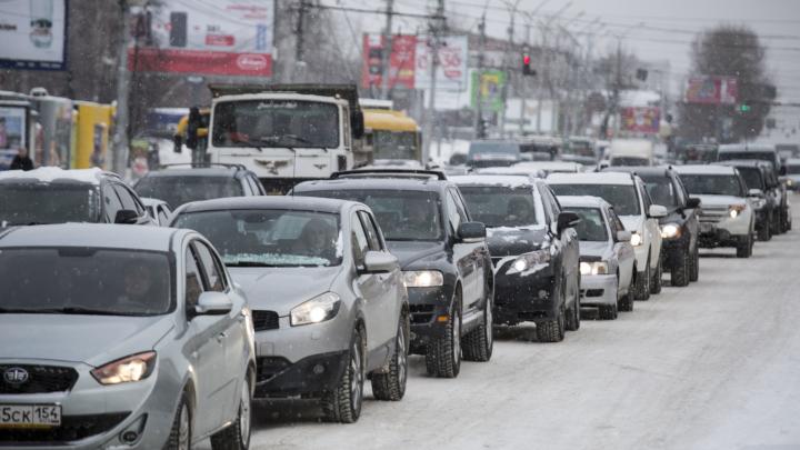 Город-пробка: что творилось утром на дорогах Новосибирска после длинных выходных