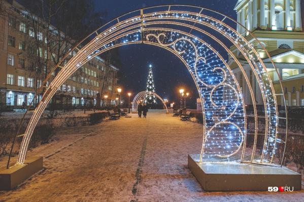 Соборную площадь уже украсили к Новому году