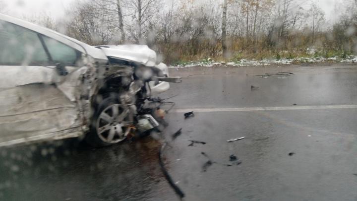 «Собрал две фуры»: на въезде в Ярославль произошло крупное ДТП. Кадры с места аварии