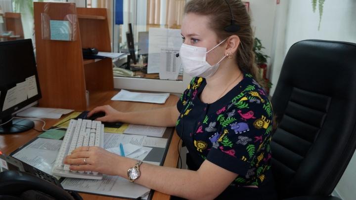 К работе на тюменской скорой привлекли студентов. Они помогают справляться с наплывом вызовов