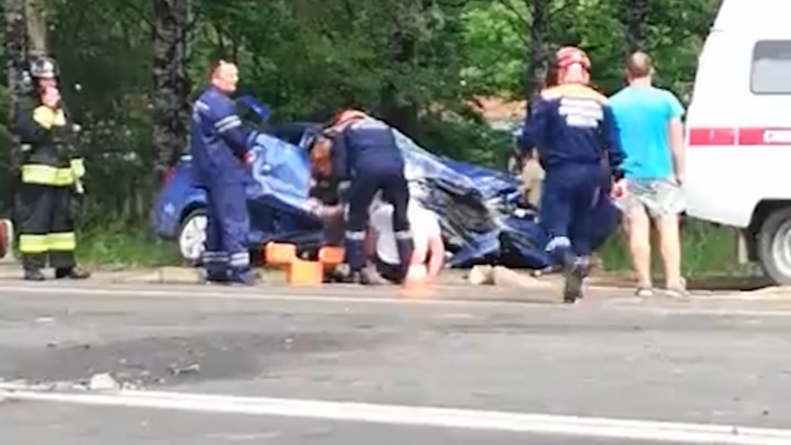 В тройном ДТП погибла женщина: первые подробности страшной аварии в Ярославле