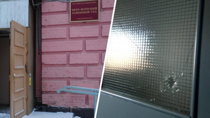 Суд встал на сторону жильцов дома на Широкой Речке, которые воюют с управляющей компанией