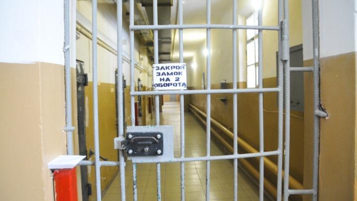 Две недели жить на работе: в СИЗО Свердловской области ввели казарменное положение из-за коронавируса
