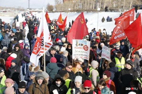 По оценкам корреспондента 29.RU, на митинге в Архангельске собралось не более 800 человек