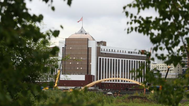 В Кемерово наконец-то начали строить обещанный мост через Искитимку: 10 кадров с площадки