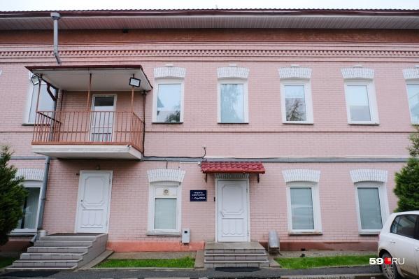Администрация Свердловского района считает, что угрозы обрушения здания нет