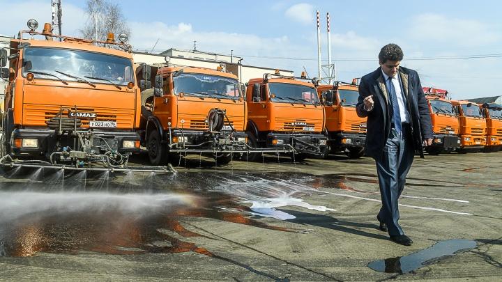 Гуляем с мэром: Александр Высокинский в прямом эфире E1.RU — о летних кафе и розыгрыше квартир