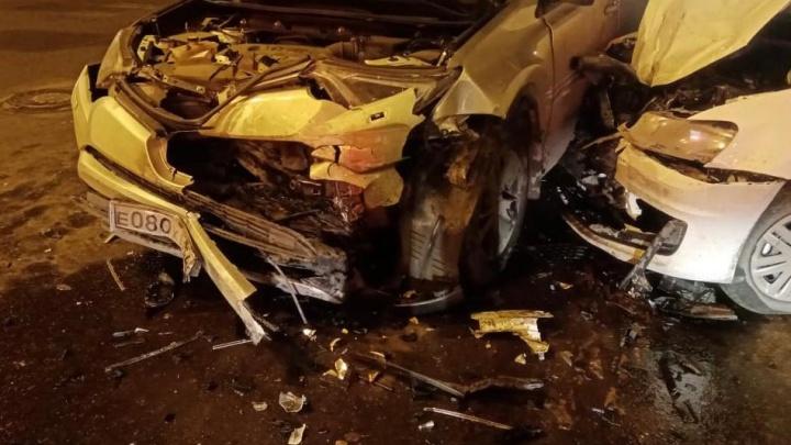 В Центральном районе Кемерово столкнулись две легковушки, три человека пострадали