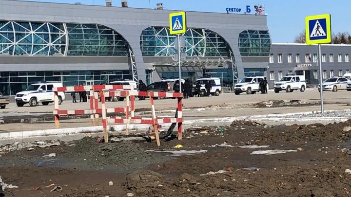 «Нас повезут в обсерватор»: пассажиров рейса Бангкок — Новосибирск не отпускают домой из аэропорта