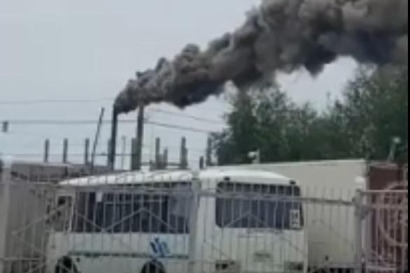 По словам жителей Ленинского района, чёрный дым валит с завода теплоизоляционных изделий