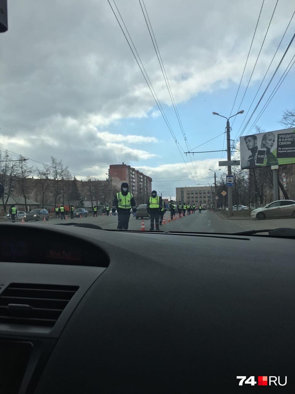 А вот такая сейчас обстановка на Комсомольском проспекте