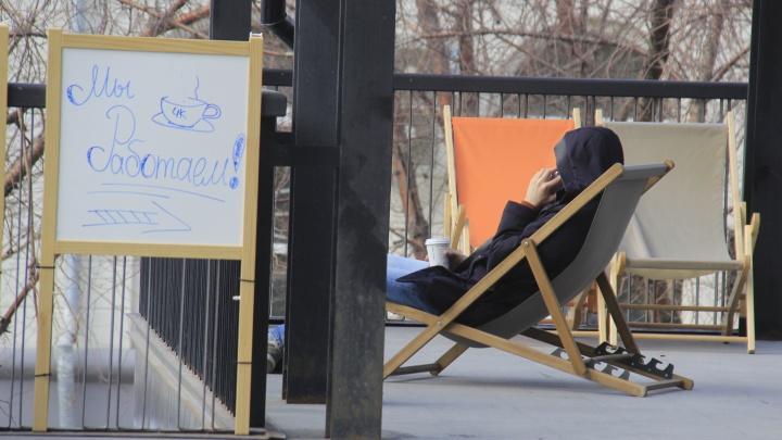 Управляющая «Чашки кофе» получила штраф в 50 тысяч из-за посетителей, сдвигавших стулья на летней веранде
