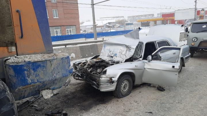 «Волга» влетела под снегоуборщик около «МЕГИ»— публикуем видео последствий смертельной аварии