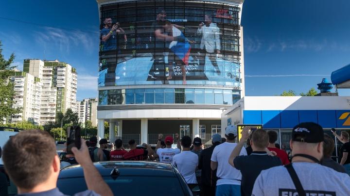Бойцы смотрели бой на улице и плакали: как Екатеринбург болел за Петра Яна
