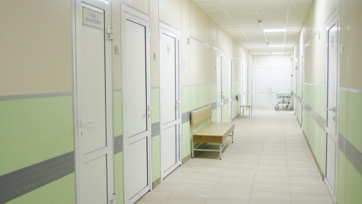 Челябинца с подозрением на коронавирус положили в общую палату