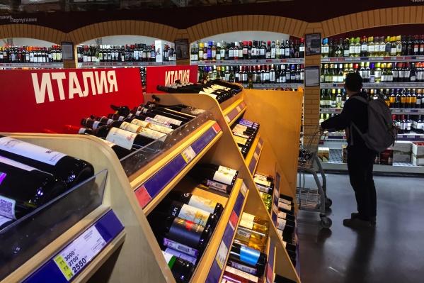 Алкоголь запретили продавать до конца майских праздников