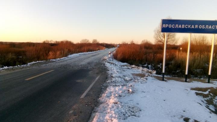 Наглядная граница: автомобилист показал разницу между дорогами в Ярославской области и у соседей