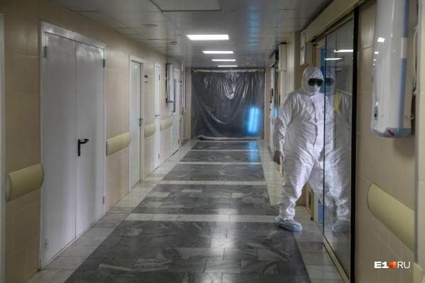 Сейчас ежедневноиз больниц выписывают больше пациентов, чем туда поступает новых