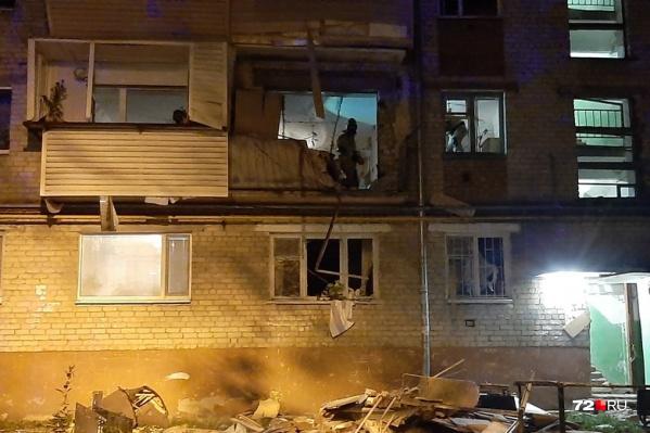 От взрыва в квартире вынесло балкон