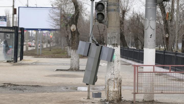 Покончили с пробкой: в Волгограде оторвали светофор на Металлургов, после попытки изменить схему движения