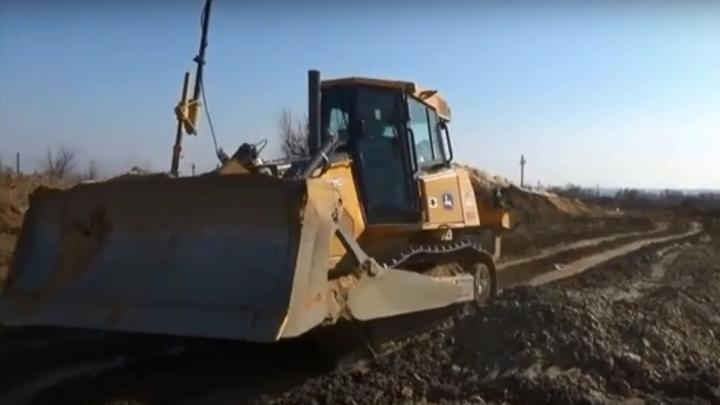 «Всё перекопано, техники мало»: волгоградцам показали строительство дублёра Второй Продольной