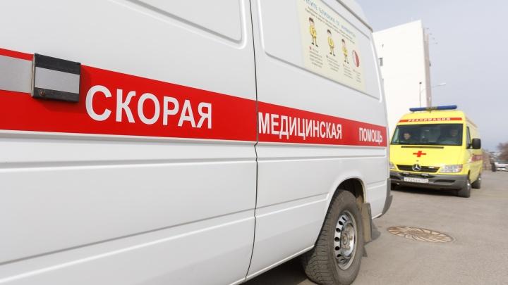 В Волгограде внедорожник у кладбища сбил двух пешеходов