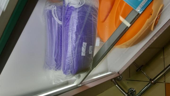 В Екатеринбурге продают одноразовые маски по цене 52 рубля за штуку