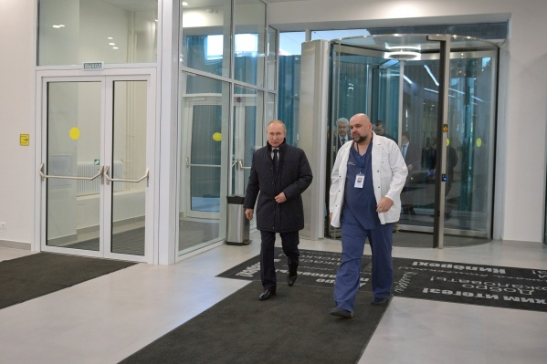 Больница в Коммунарке считалась образцово-показательной, там соблюдались все меры безопасности. Неделю назад Денис Проценко встречался с Путиным