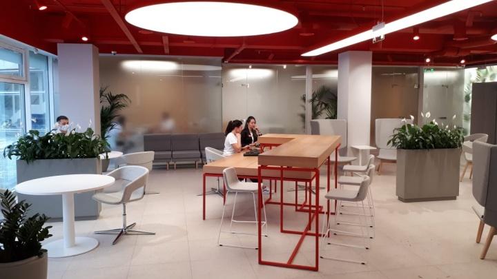 В научном центре открыли phygital-офис банка — зачем там кракен, кофейня и библиотека