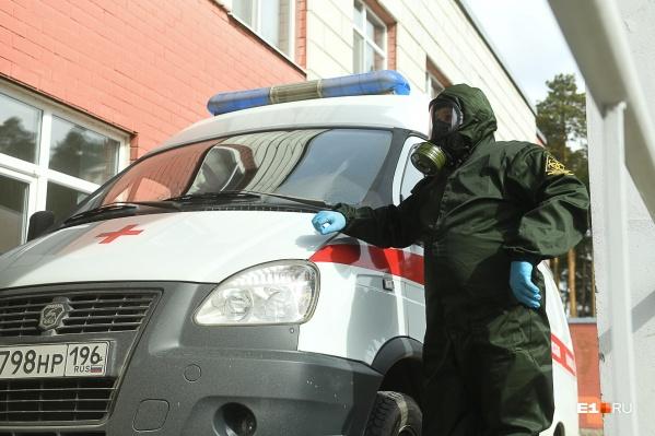 Свердловчан с подозрением на коронавирус госпитализировали, им оказывают помощь