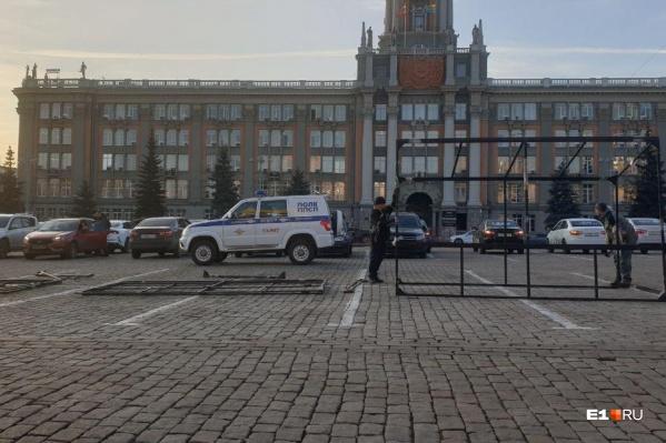 Таксисты собрались на парковке рано утром