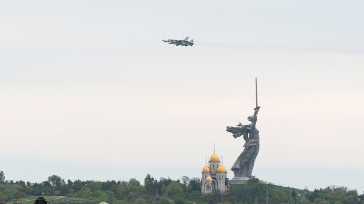 В Волгограде пройдёт авиапарад: смотрим, какие самолеты и вертолёты пролетят над городом