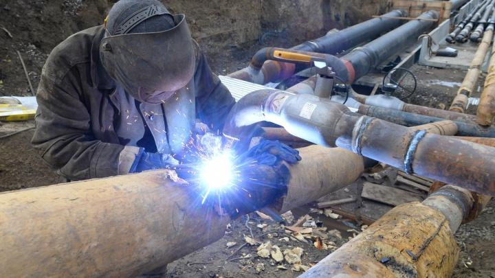 Заменили 11 метров трубы: в 100 домов Пионерского и Втузгородка вернули тепло