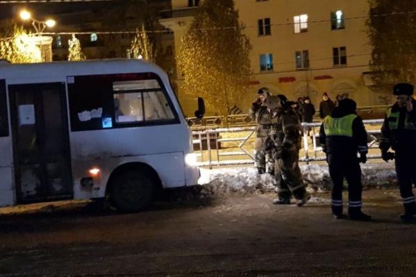 Полицейские выясняют, при каких обстоятельствах автобус сбил пешехода
