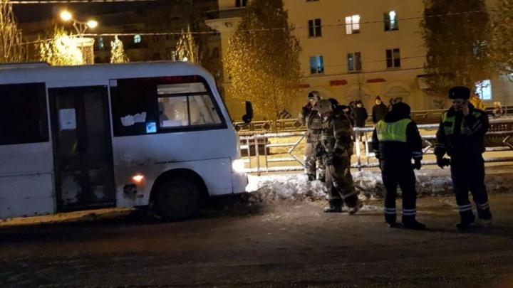 Насмерть: на Металлурге пешеход застрял под автобусом