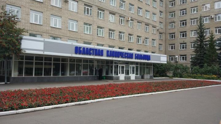 В омскую областную больницу привезли пациентку с коронавирусной инфекцией
