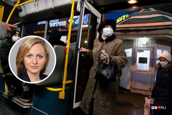 Ирина Чиркова считает, что, если человек по случайности оказался без маски в автобусе, ему нужно ее выдать, а оплатить этот запас для забывашек надо из бюджета