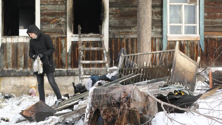 «В 8 утра отец протопил печь»: что говорят соседи о пожаре, где погибли трое детей. Репортаж с места
